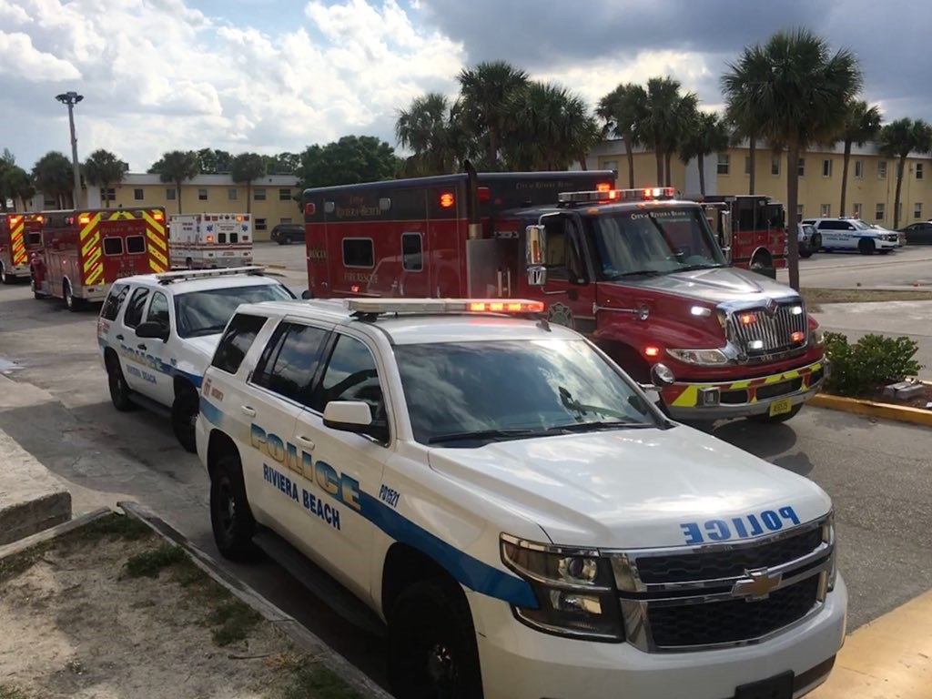 Fire crews respond to possible Riviera Beach apartment fire