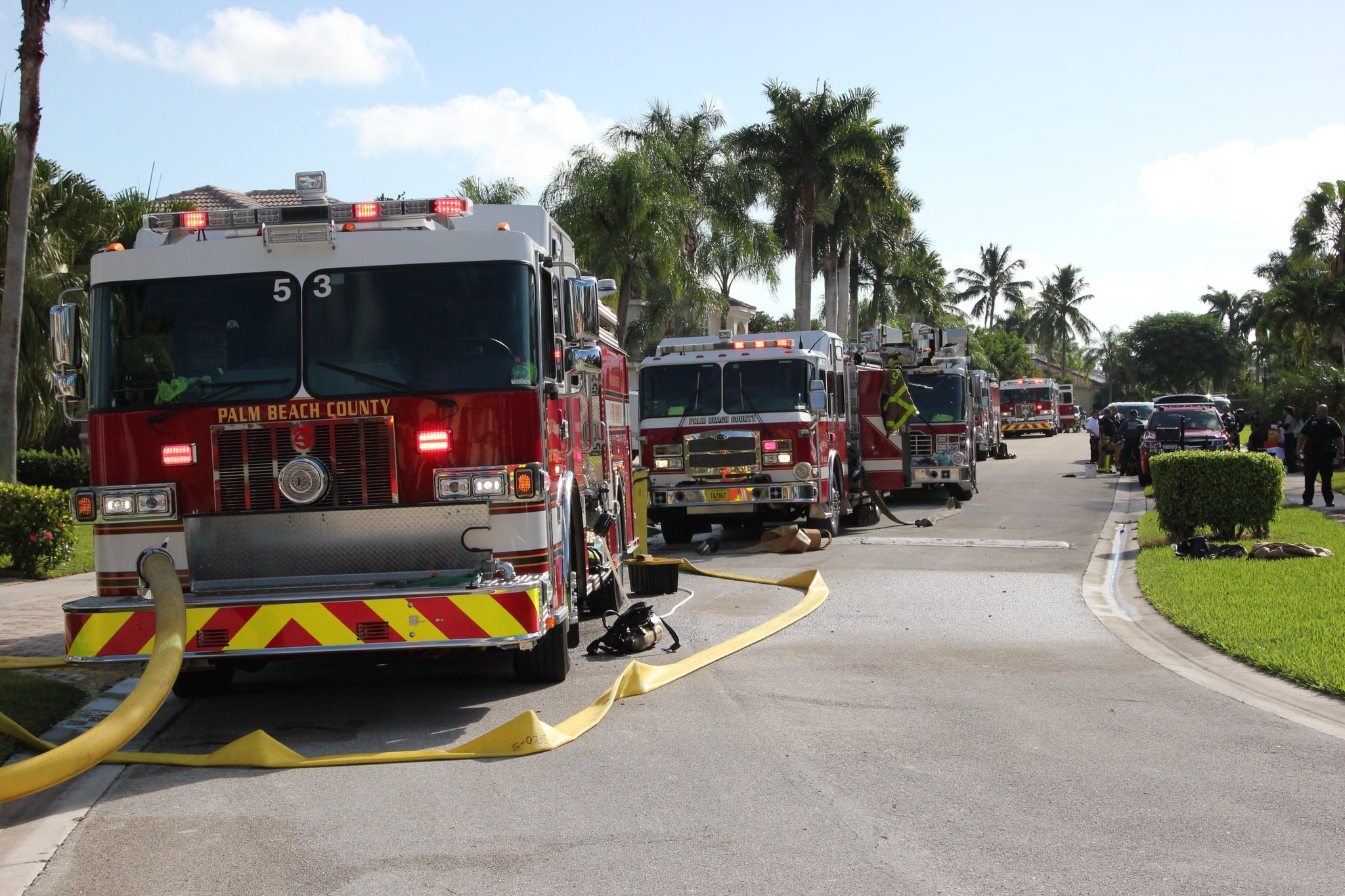 2 dogs rescued from house fire in Boca Raton