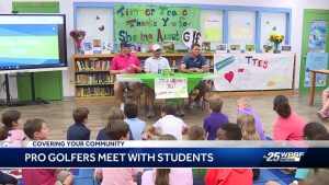 Pro golfers meet with students