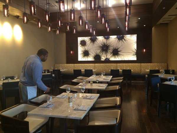 Restaurants in Palm Beach County no longer have restrictions on hours of operations