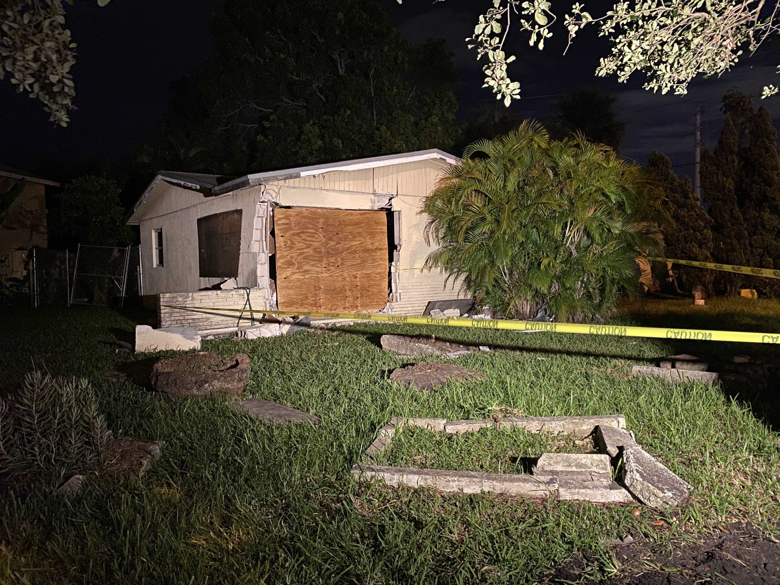 FedEx truck smashes into West Palm Beach home