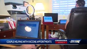 Couple helps seniors trying to get COVID-19 vaccine