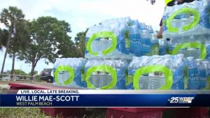 Hundreds line Gaines Park water distribution site in West Palm Beach