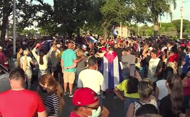 West Palm Beach demonstrators show support for people of Cuba